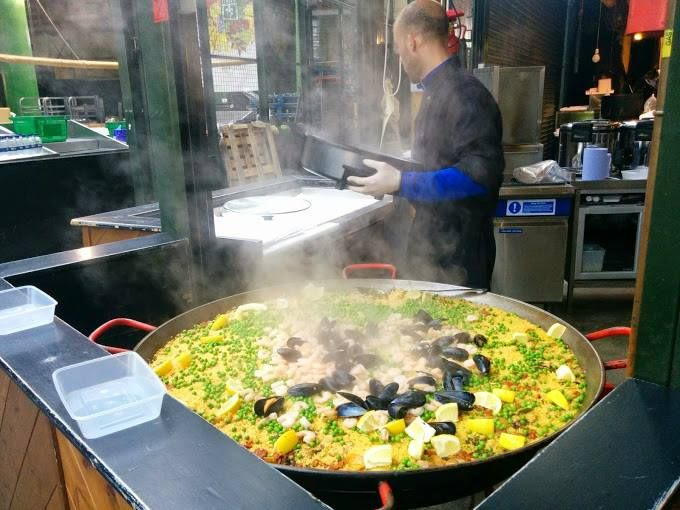 A #paella in London! How amazing is that? This #Spanish dish is a hit with everyone. And Anisha must have enjoyed it for sure!