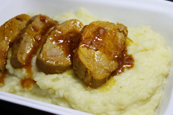 Filetto di maiale zafferano e miele Quando riesco ad abbinare dolce e salato sono felice. Bella questa ricetta e dal sapore davvero particolare. Il tempo di cottura è breve. Il segreto è procedere a fuoco moderato per evitare che la carne si asciughi troppo. Ottimo servito con un buon purè di patate.