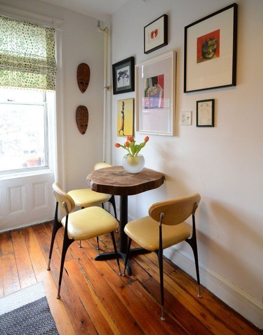 Small Space Style: 15 Inspiring Tiny New York City Homes - une toute petite table ronde