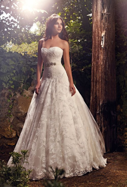 pretty strapless heart neckline lacey wedding dress