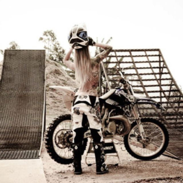 SAUCEMOTARDE974 Want a picture like this with my own ramp <3 :D Girls we want to meet!