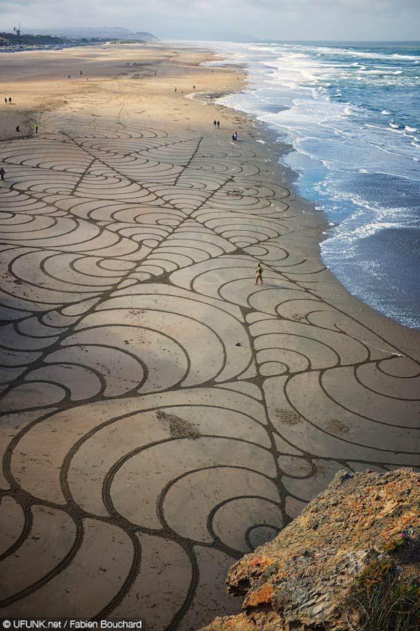 Samedi matin, nous avons eu la chance d'assister à une performance de Sand Art de l'artiste américainAndres Amador,qui a réalisé unegigantesque instal