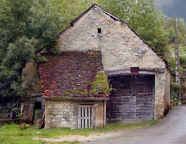 Old Stone Barn In France Stone Barns Old Barns Barn