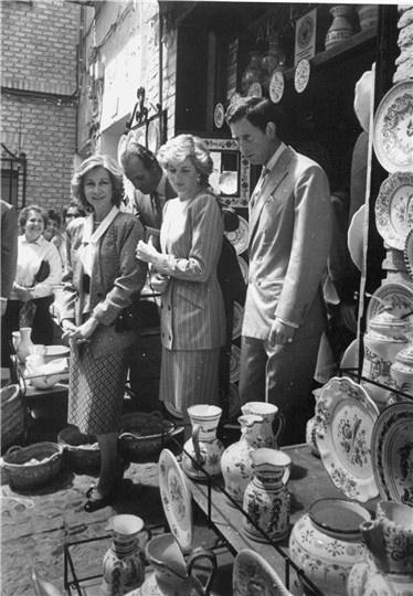 Carlos de Inglaterra y Diana de Gales, fieles a sus vacaciones en España .Los príncipes de Gales y sus hijos pasaron avrios veranos en nuestro país invitados por los Reyes. Fotos: ABC.