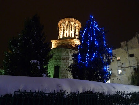 Christimas in Bucharest. See more pics: http://www.imperatortravel.ro/2012/12/prin-bucurestiul-impodobit-de-craciun.html