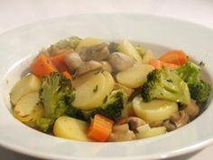 De gestoomde groenten kun je prima vegetarisch laten. Maar je kunt ook prima vis of kip aan de gestoomde groenten toevoegen als je dat graag hebt. Bak dan de kip en vis eerst gaar en serveer dit bij de gestoomde groenten. Als je echt toe bent aan een gezonde maaltijd dan is dit gerecht iets voor jou!