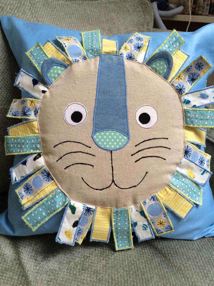Lion cushion for a baby boy. Appliqué and quilted sewing