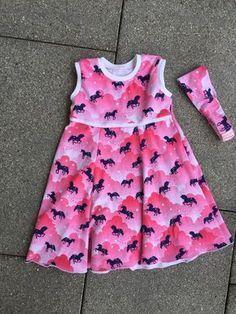 Kostenloses Schnittmuster Kapuzenkleidchen von Schnabelina als e-book für Babies, Mädchen in Kategorie Kleid (74–134)