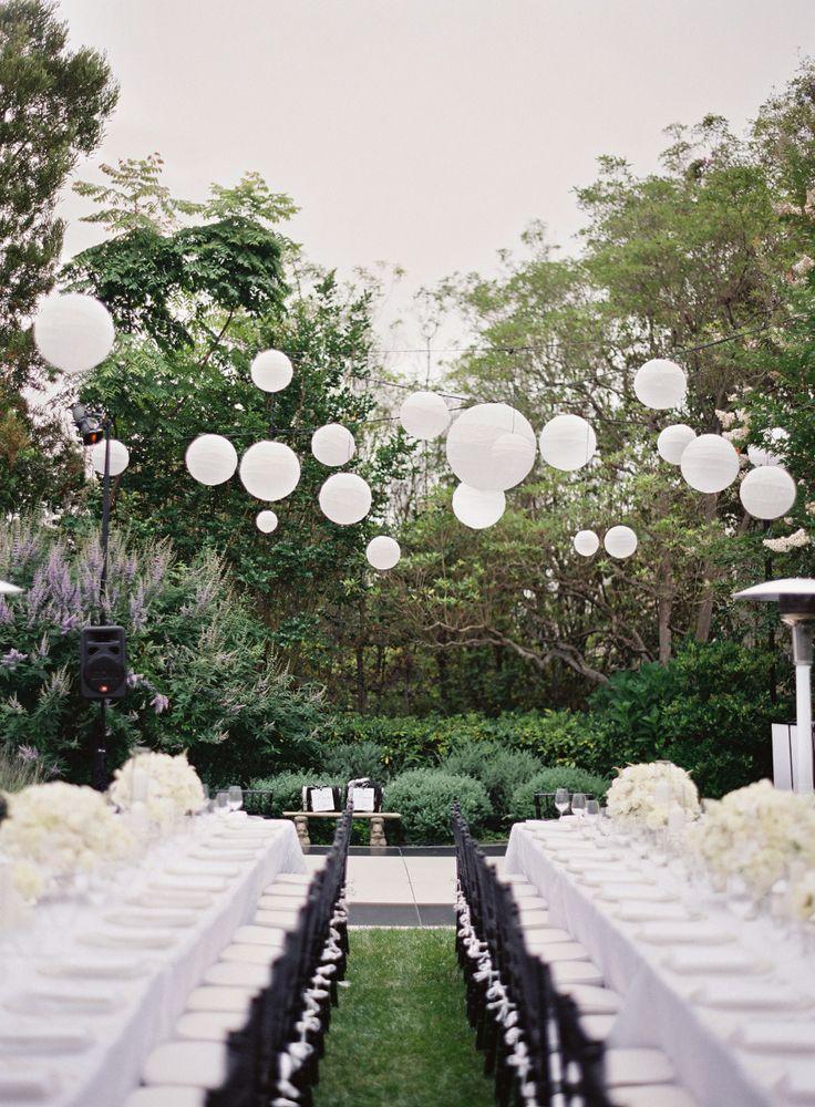 Black and white backyard wedding for Black and white wedding decor