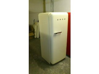 SMEG FRIDGE FREEZER CREAM FAB 28 rhh or lhh. WITH WARRANTY.DELIVERY/CLLECTION POSS.VIEWING WELCOME Chelmsford Picture 1