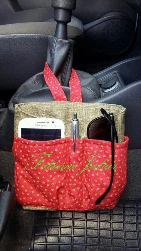 Organizador de tela de algodón para el coche... Con zona para móvil, bolígrafo, gafas... y con tira para colgar de la palanca de marchas.