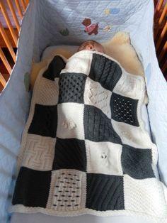 Hector a eu un plaid avec 6 couleurs, pour Faustine, j'ai opté pour 2 couleurs : J'ai tricoté de la laine Katia Diana dont j'adore la douceur mais dont malheureusement la production a été arrêtée. J'ai utilisé 320 m de laine grise et 430 m de laine b...