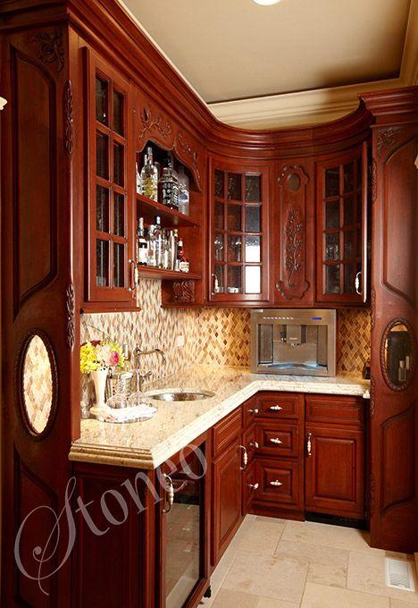 Drewniana kuchnia z granitowymi blatami