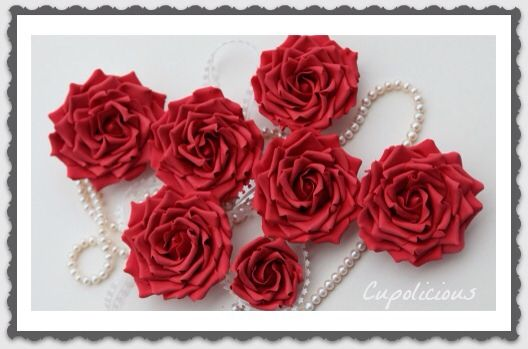 Red roses for cake