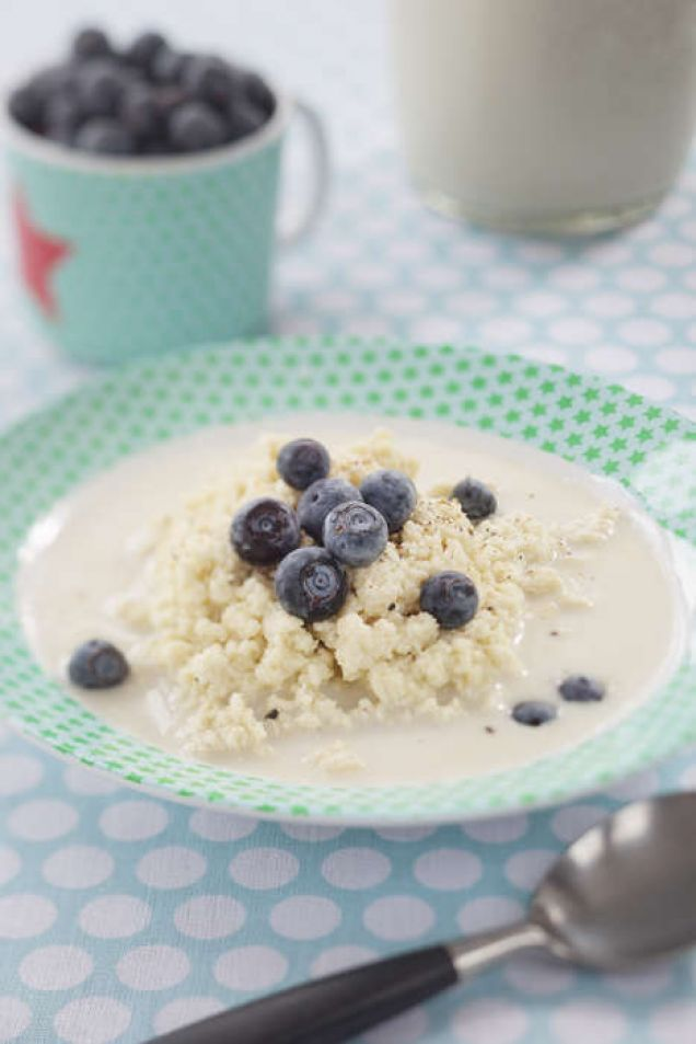 En god och mättande gröt gjord på bland annat ägg. Ett trevligt sätt att variera sina frukostägg på.