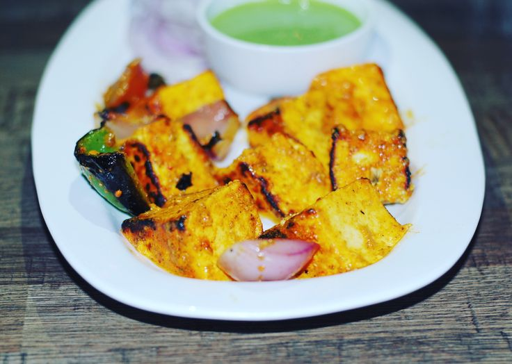 #jassisays #zomato #food #foodie #foodgasm #foodporn #instafood #instapic #picoftheday #followme #instafollow #foodblogger #indiblogger #foodcritic #delicious #yummy #sodelhi #littleblackbook #thevillagedeck #hkv #hauzkhas #hauzkhasvillage #paneertikka #mintsauce #dof