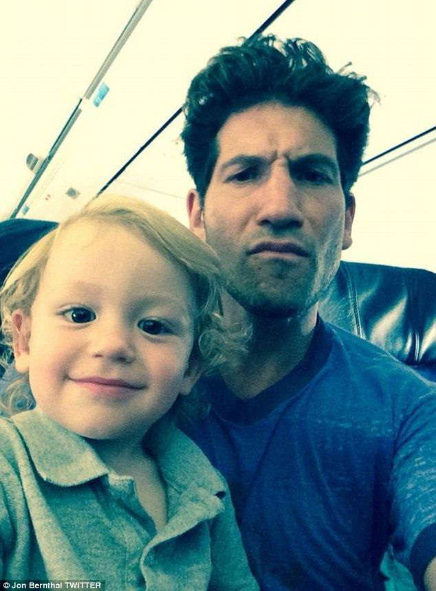 Photo de Jon Bernthal  & son  fille  Adeline Bernthal