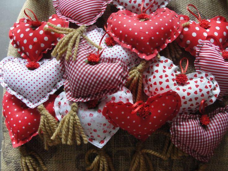 Corazones de tela, ideal para las quiceañeras.