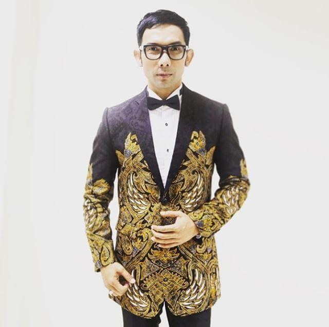 Indra Herlambang in Iwan Tirta Private Collection for Usmar Ismail Awards 2016. #iwantirta #leadersweariwantirta