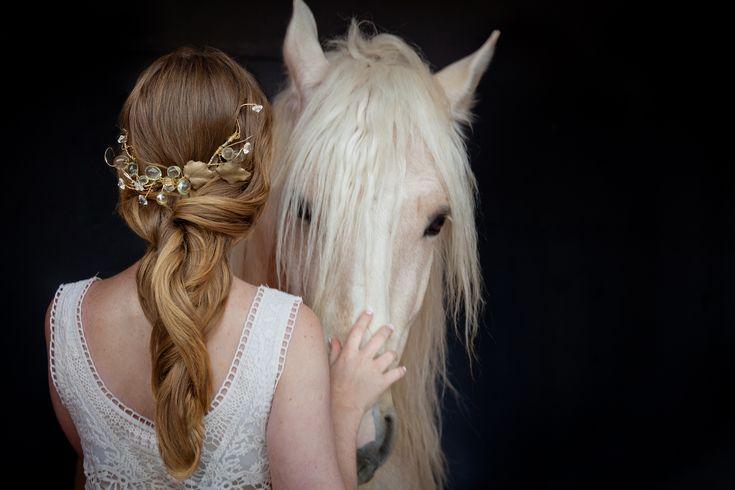 Bridal Headpieces - trenza peluquería Mayte Lucas www.maytelucas.om - tocado de hojas con cristales  Fotografía A.P.B. Fotos