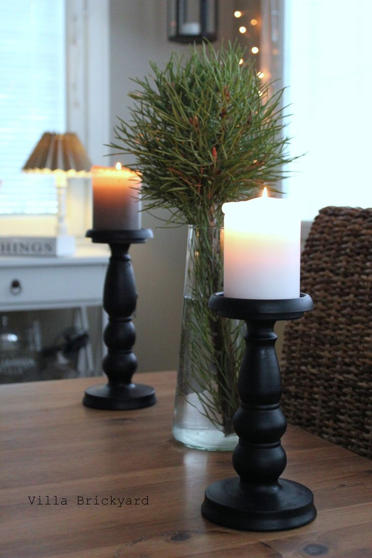 Christmas...is coming. Our dining room.  Villa Brickyard photos.