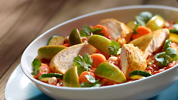 Szukasz przepisu na kurczaka z curry i warzywami w sosie kokosowym? Wypróbuj, jak smakuje danie Kuchni Lidla!