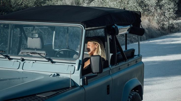 Coolnvintage - Land Rover Defender Beach — Cool & Vintage