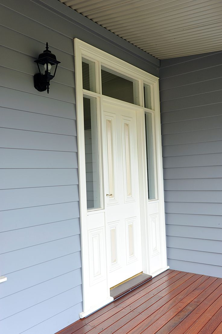 Grandview Farm Homes - front door with sidelights and highlights