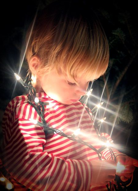 Toddler Christmas Light Portrait photography from www.preparingforpeanut.com