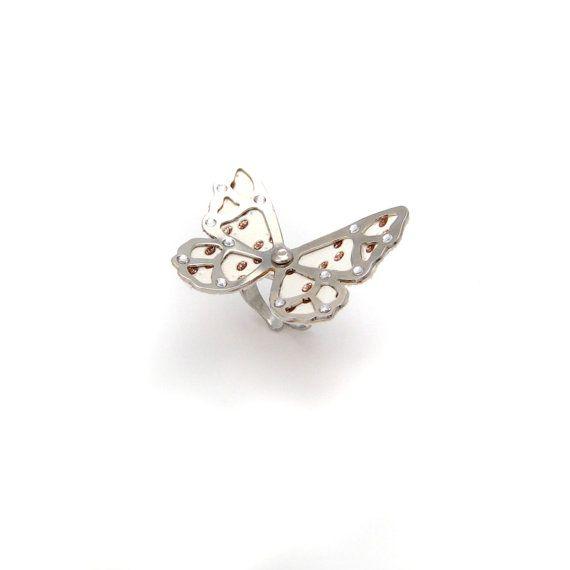 Bague papillon ajustable en métal argenté et simili cuir pailleté or en vente sur mon e-shop Etsy - 25€ ©VisionOfJewels by ThierryRégnier