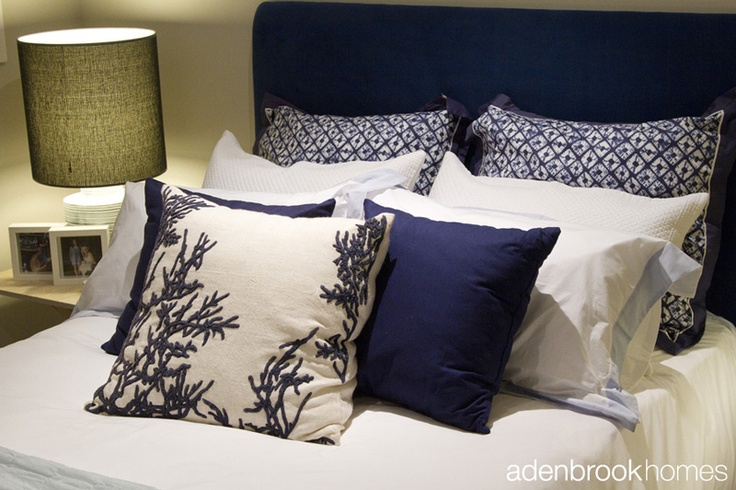 Pillow and cushions in Beach Life theme in the bedroom