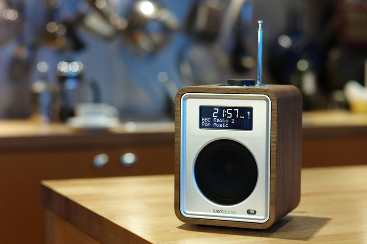 Ruark Audio R1 : deluxe tabletop radio