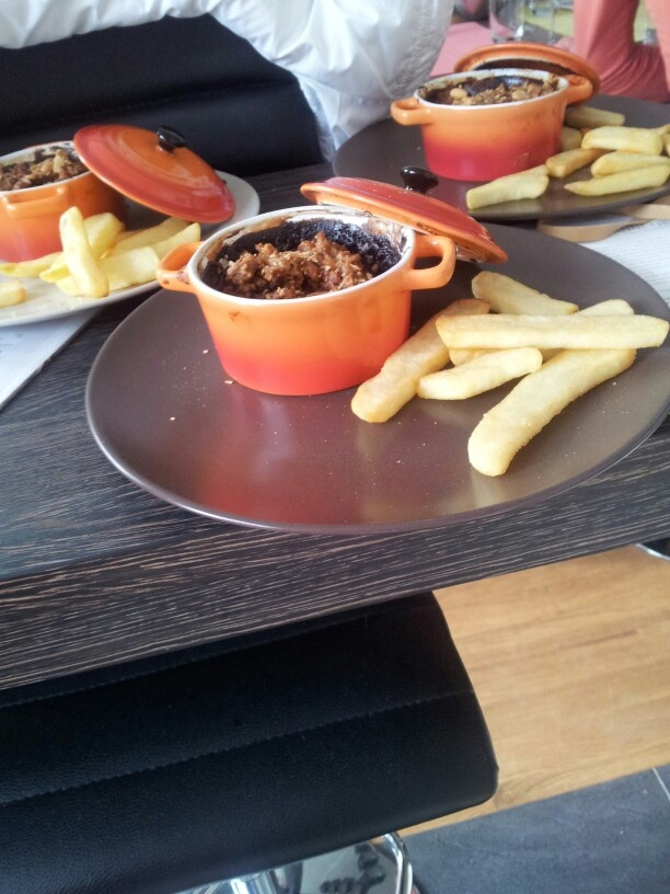Saté pannetje uit de oven met frietjes