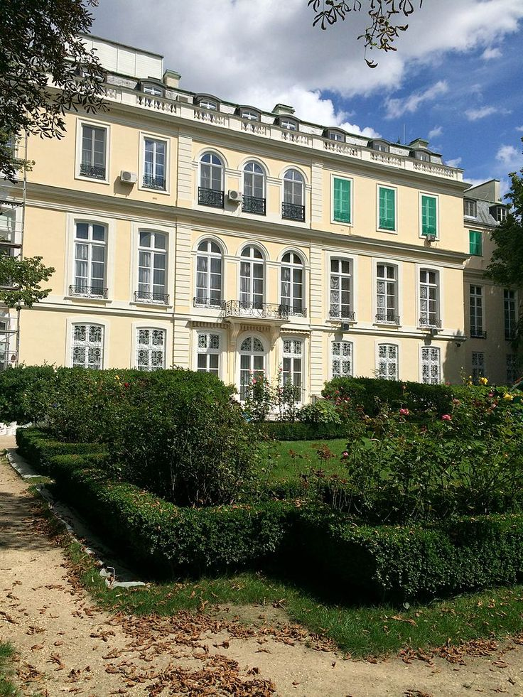H tel d 39 estr es 1711 1713 79 rue de grenelle paris 75007 for Hotel villa jardin barrientos