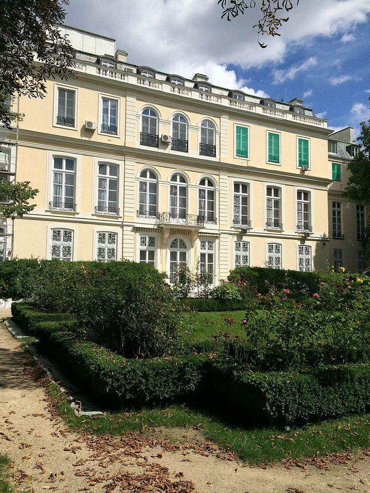 H tel d 39 estr es 1711 1713 79 rue de grenelle paris 75007 for Architecte grand palais