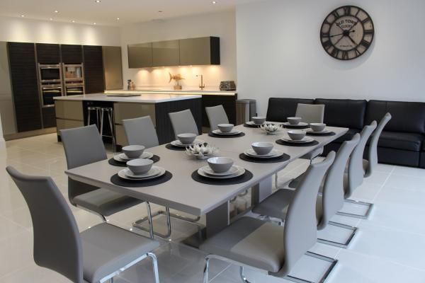 Love to entertain in this super sleek dining room at Hoscote Park House, West Kirby. www.iknow-northwest.co.uk