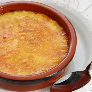 Receta original de Crema Catalana. Cómo hacer este tradicional postre de la cocina catalana. Receta paso a paso de la auténtica Crema Catalana casera.