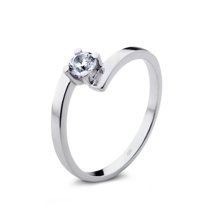 Diamond solitaire ring. Un precioso solitario de diamantes para regalar a una novia con estilo y elegancia. www.niobejoyas.com