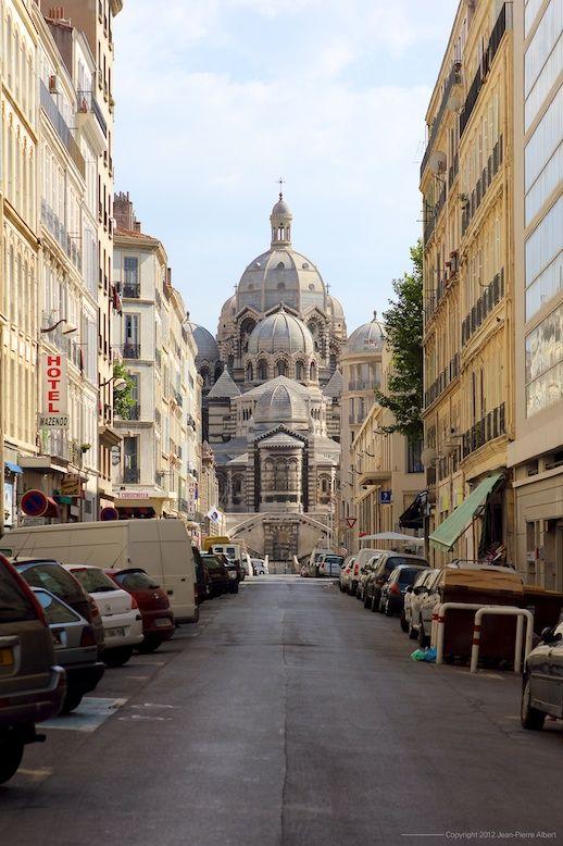 Marseille , basilique quartier de la Joliette