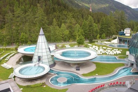 Aqua Dome - Familienwellness vom Feinsten | Meine Svenja. Da können die Kinder draußen in allen Becken stehen.