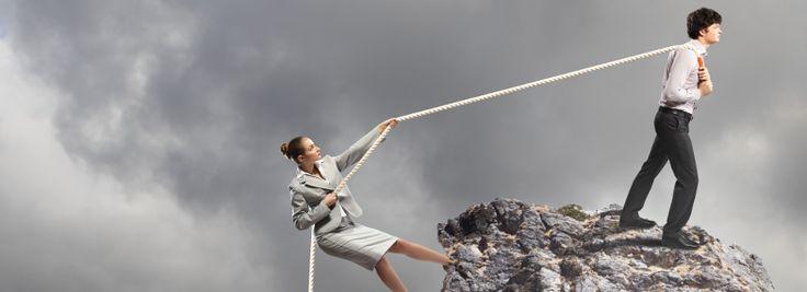 Kdo by měl vymyslet komunikační strategii aby fungovala? Klient? Protože jenom on ví, co opravdu potřebuje, jaké má možnosti a jaká omezení. Nebo odborníci z agentury? Protože znají všechny možnosti, postupy a zkušenosti z jiných firem?