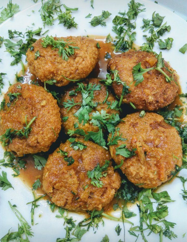 Sindhi Dharan Ji Kadhi Recipe Besan Tikkis In Tomato Gravy Recipe Recipes Tomato Gravy Vegetarian Recipes