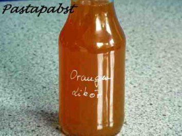 Das perfekte Orangenlikör-Rezept mit Bild und einfacher Schritt-für-Schritt-Anleitung: Die Orangen auspressen und mit dem Fruchtfleisch in einen Topf…