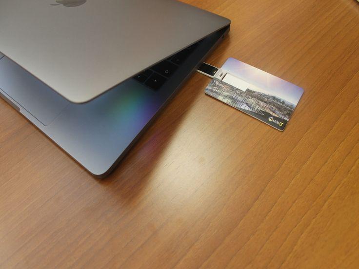 Tarjeta USB personalizada, con tu foto a eligir con el mejor diseño.