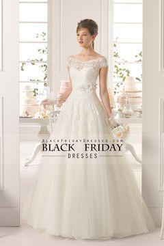 2015 V Cuello del hombro una línea de boda vestido de tul de cepillo de cola con apliques y hecho a mano de la flor $ 289.99 BFP4LHN6E8 - BlackFridayDresses.com