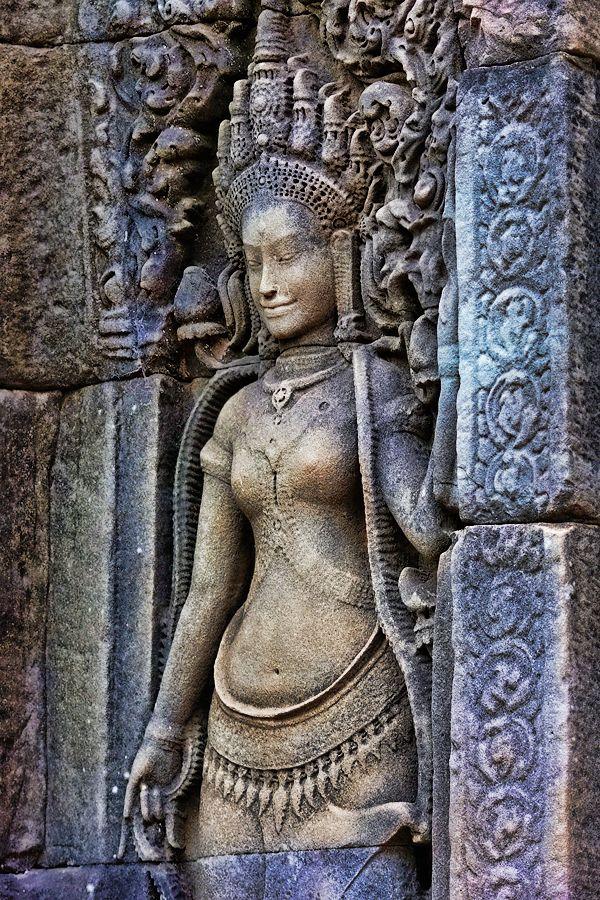 Cambodia - sculptures in Angkor Wat