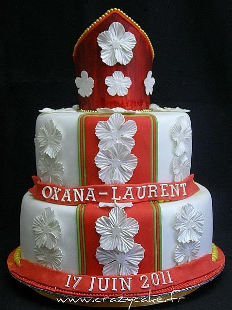 Russian Wedding cake by Crazy Cake - Cakedesigner57, via Flickr    Dit kan je leuk ombouwen tot Sinterklaastaart!