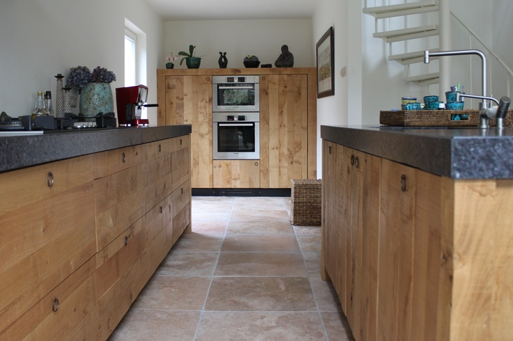 Ruw eiken houten keuken. De eerste ruwe houten keuken van JP Walker.