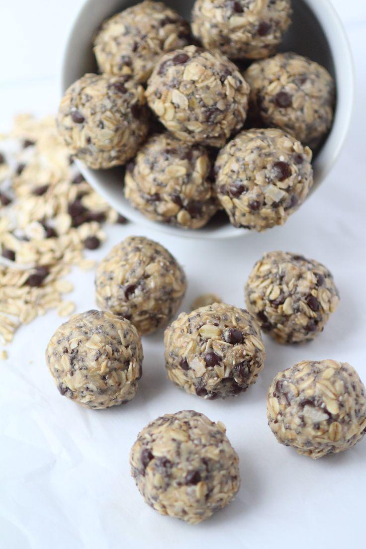 no-bake chocolate tahini energy bites | nourishmovelove.com