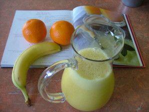 Jus de fruits au Thermomix TM31 Ingrédients : 2 oranges à jus 1 banane 70 g de sucre Préparation : Mettez le sucre dans le bol et mixez 15 secondes à vitesse 9 afin d'obtenir du sucre glace. Pelez les fruits et coupez-les en morceaux. Mettez-les dans...